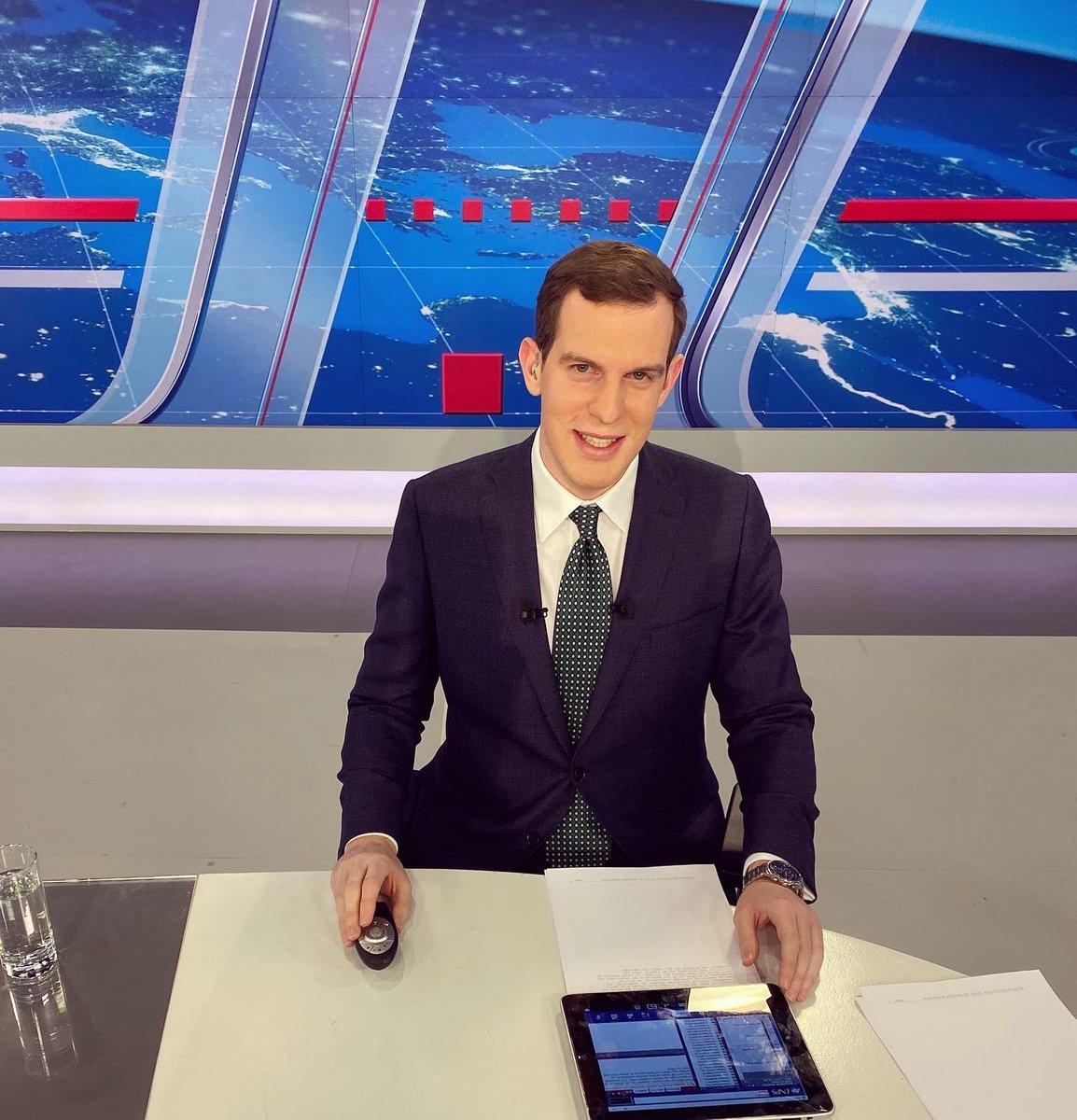 "George Evgenidis on Twitter: ""Το 2019 μου έφερε αίφνης την ένταξη στην  οικογένεια του ΣΚΑΪ. Με θερμές ευχαριστίες για όλους τους ανθρώπους που  δουλεύουμε καθημερινά μαζί σε τηλεόραση και ραδιόφωνο, αλλά και"