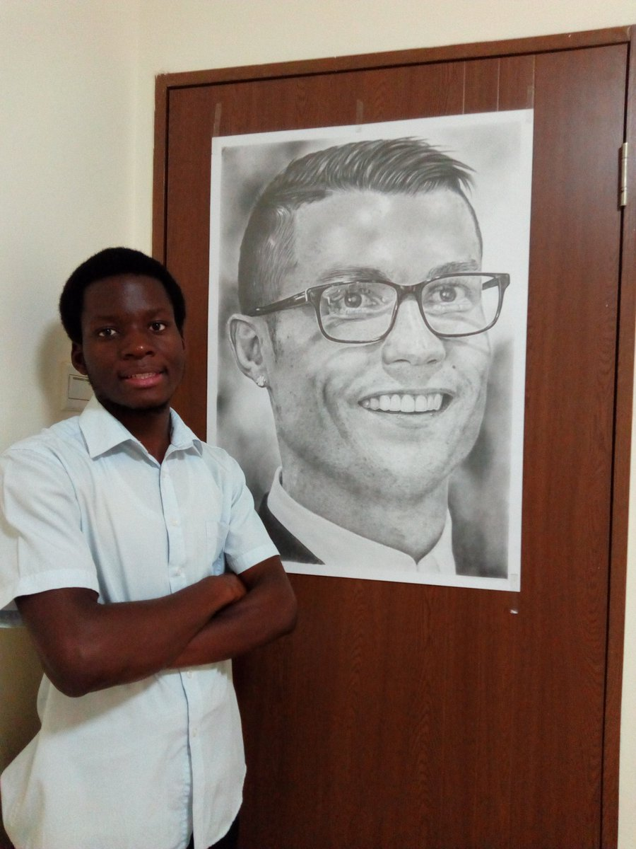 Nice pic the king.. Please @Cristiano See this pencil portrait I did for you..pic.twitter.com/69ZAnQnTc3