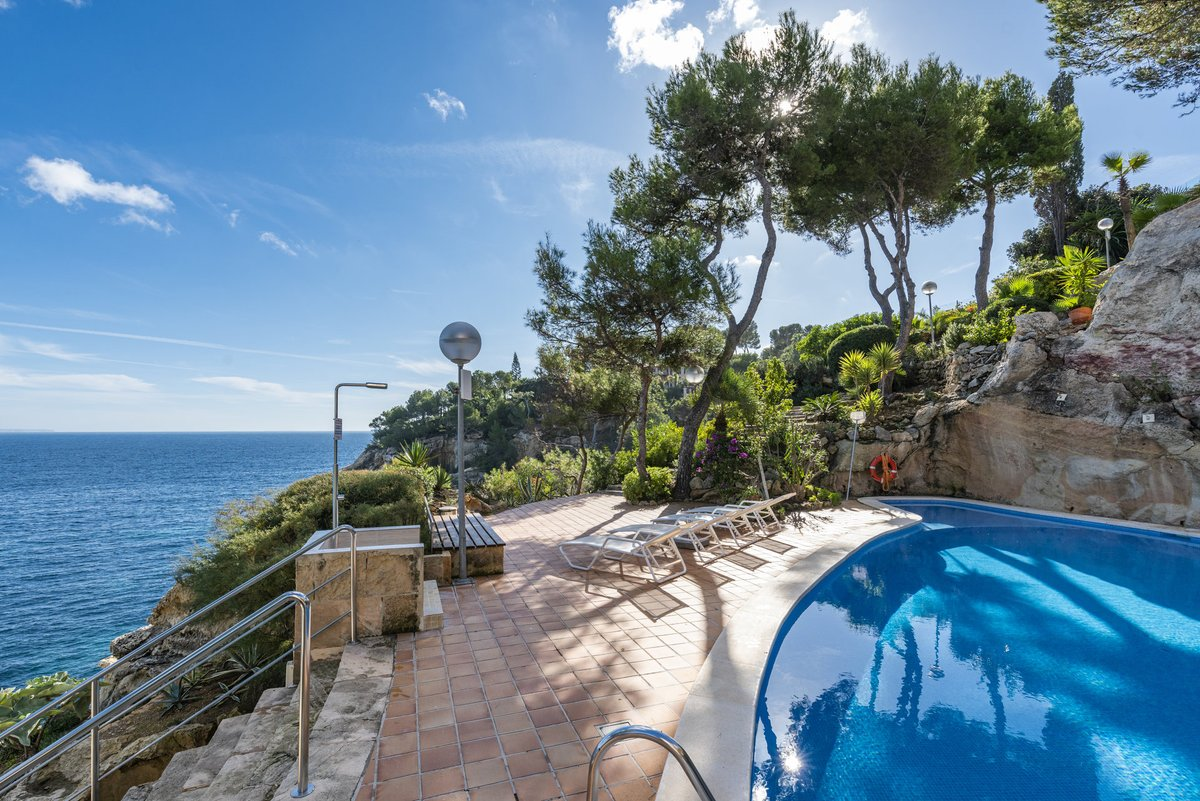 - Wir können Mallorca.  Wohnung in allererster Meereslinie mit Pool und Meerzugang in Cala Vinyes.  Preis :  795.000,-- Euro  https://www.pur-mallorca.com/immo/wohnung-in-allererster-meereslinie-in-cala-vinyes/…  #Mallorca #palma #calavinyes #PURMallorca #baleares #mallorcalove #seaview #propertyforsale #meerblickpic.twitter.com/6bKjPJWOnq