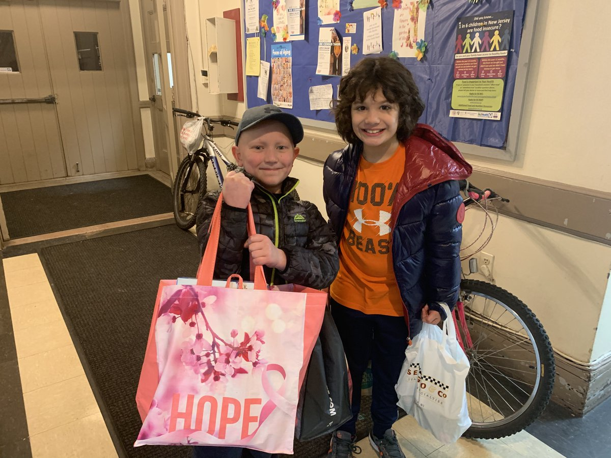 Bradley and Riley's 4th grade class at Bradford School did a holiday food drive for Tonis. Thank you!!