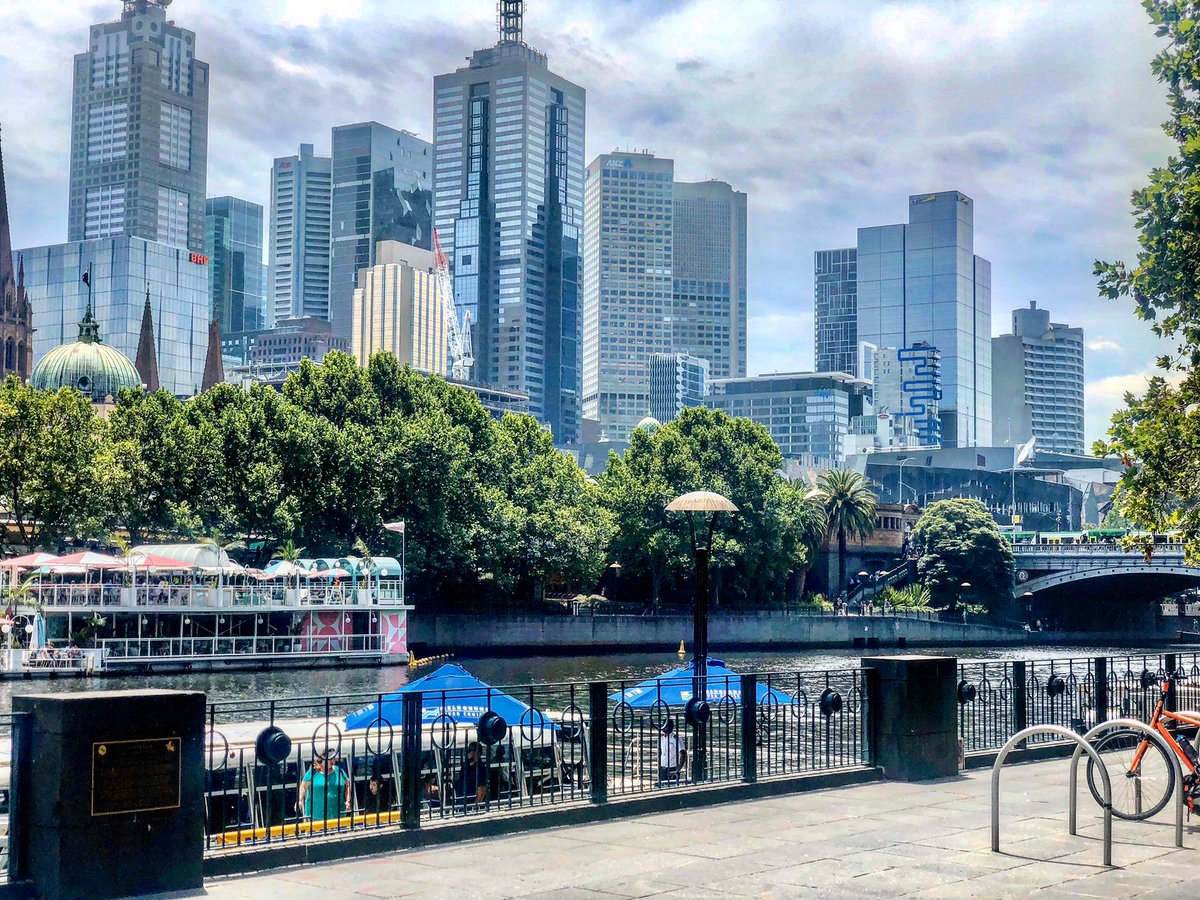 #Melbourne in the Summer truly is gorgeous! #LoveThisCity pic.twitter.com/3bB8a1DG9N