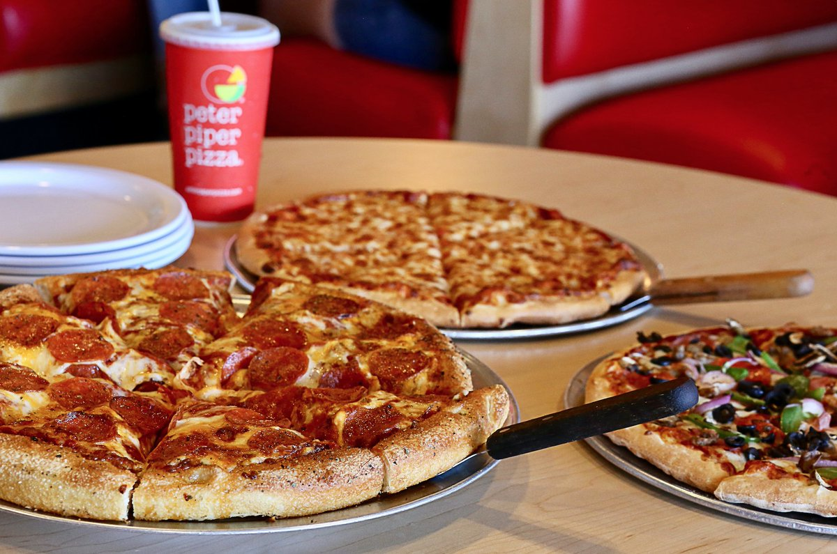 Hot and fresh pizza after all that holiday cooking just makes sense. Enjoy a night out with your family at #PeterPiperPizza this weekend!    Visit https://t.co/MpIzuBLBqT to find you nearest location! https://t.co/jhcuxXtYRa