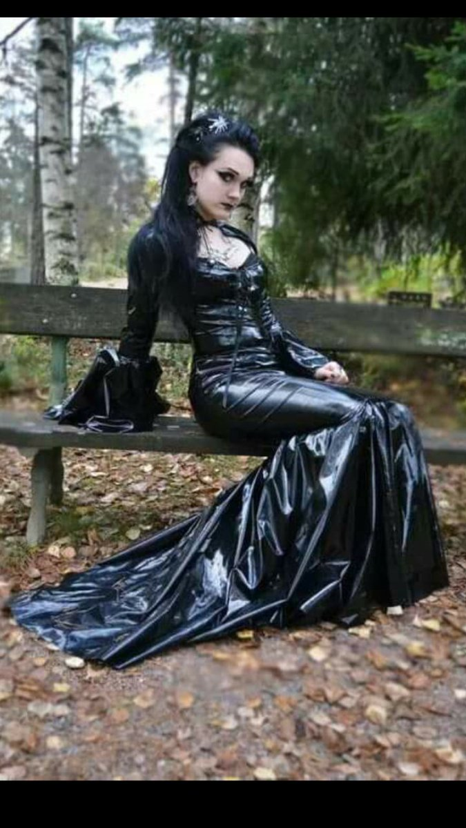 #GothicLove #VictorianGoth pic.twitter.com/XE9JQHQUHH