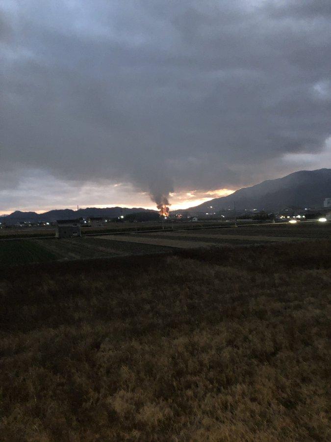 御所市の火事が黒煙が立ち上っている画像