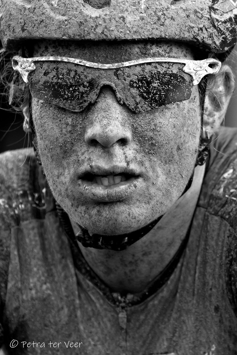 3 left of my 15 favorite pictures. Maybe the best 3..  Mudmasked @kirsten_wild after a muddy tour of Drenthe #womancycling #best @RondevDrenthe #drenthe #vamberg #portraitpic.twitter.com/N4PWaR6crZ