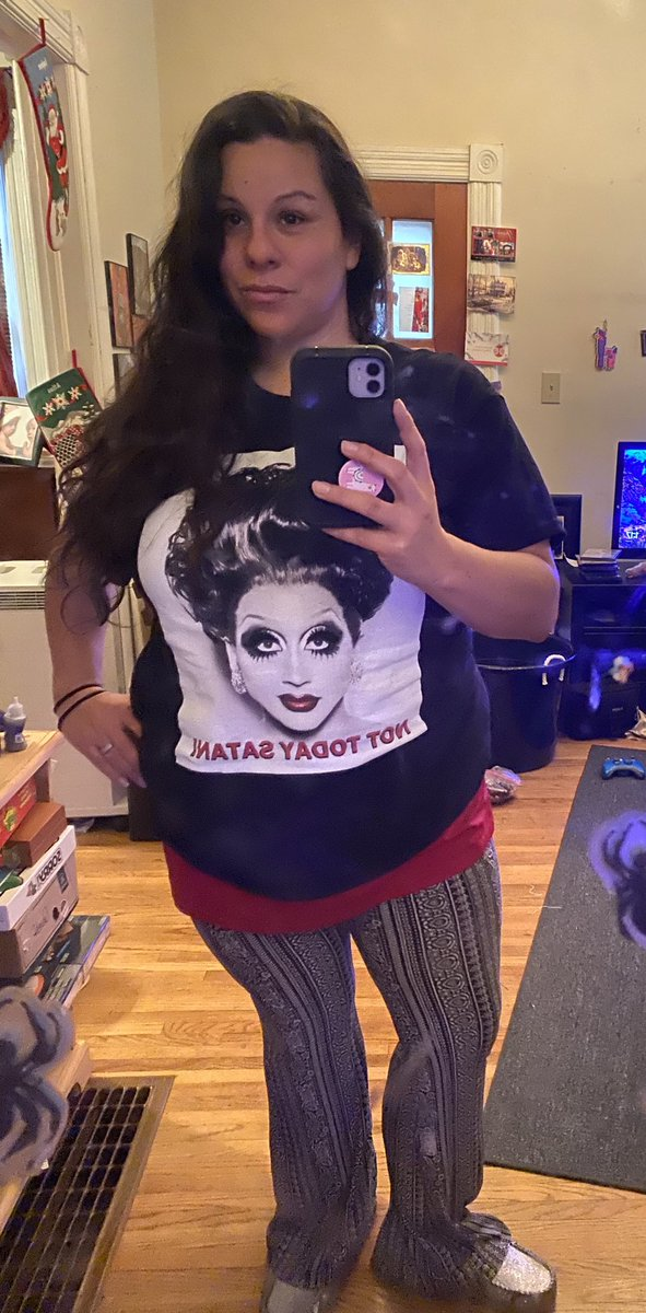 Finally got some Merch!  I don't think I've been this excited for a Christmas present, ever ⁦@TheBiancaDelRio⁩ #bestshirt pic.twitter.com/nFyGz9zh1N