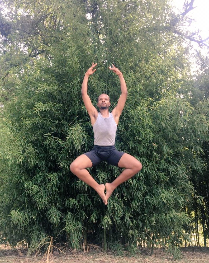 Saltando para 2020  .  .  .   #fly #salto #dancer #dança #artist #actor #braziliandancer #blackpeople #representatividade #negritude #lgbtqia #lgbtqiapride #art #ballet #jazzpic.twitter.com/91f5b7ICPI