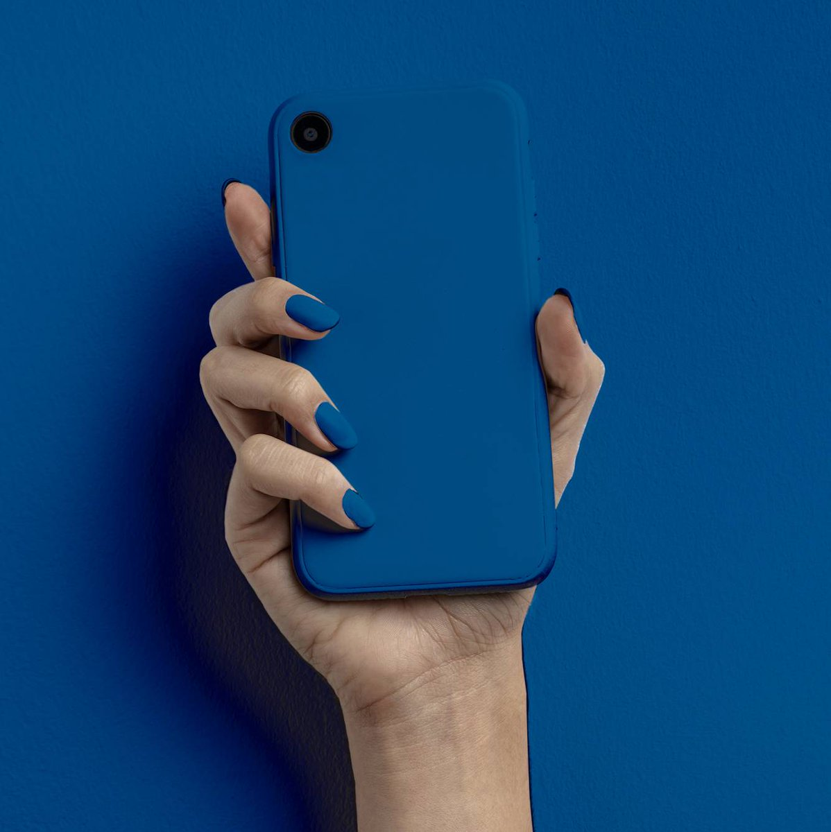 2020's fast approaching! The color of the year would be PANTONE 19-4052 TCX Classic Blue. Like this post if you're a blue lover too! 💙  #DOGlobal https://t.co/to1OHnE9V8