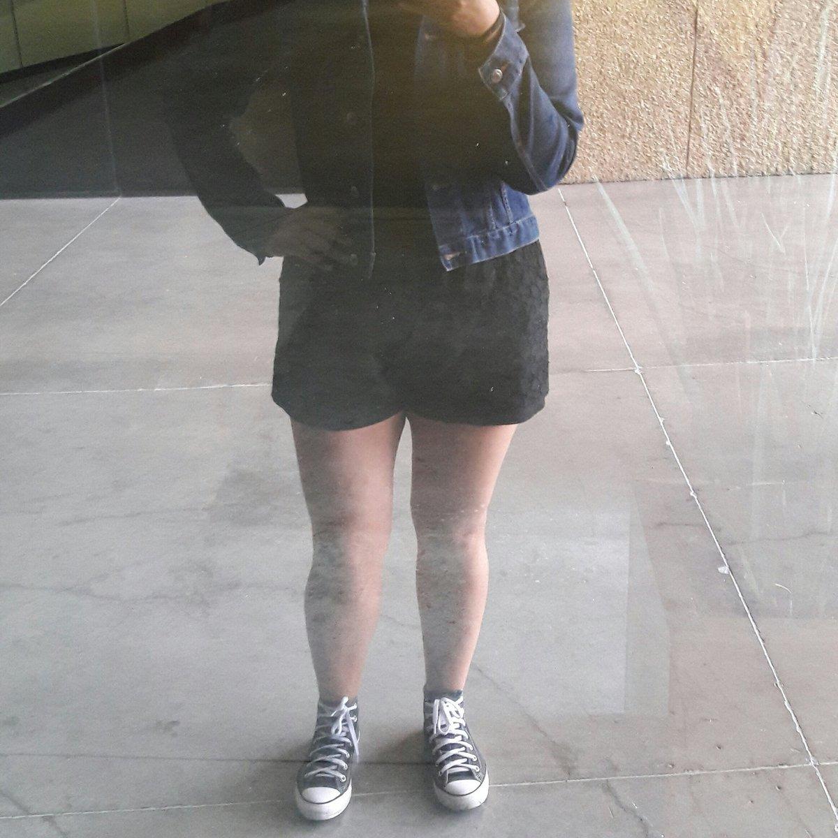 Shameless mirror selfies. twitter.com/JeannyChapeta/…