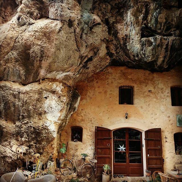 Climber's dream house.  #climbing_is_my_life#climbing#climbing_is_my_passion#climbing_worldwide#climbinglife#sportsclimbing#getoutdoors#climbing_pictures_of_instagram#justgoclimb#escalada#escaladadeportiva#rock#adventure#travel#mallorca#ma… https://ift.tt/2rBTtU1pic.twitter.com/ckNqt2tS2G