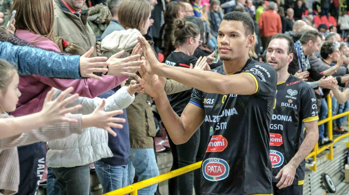 Steph #Boyer è ancora campione d'inverno! La @Rdcom_ Forum Cup, promossa con #Confcommercioverona, ha dato il suo ultimo verdetto per il girone d'andata  👉https://t.co/IFomSf2Ldf #SiamoBluVolley https://t.co/Bn0vj11ubT