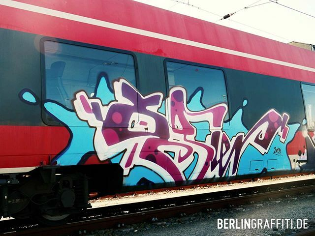 "OGIER — #berlin #graffiti #berlingraffiti #graffitiberlin #fotoboom #trains #potsdamgraffiti #граффити — © BERLIN GRAFFITI — FROM ""FOTOBOOM - RIGOE SPECIAL"" ON https://berlingraffiti.de/  https://www.instagram.com/p/B6qRP0JpsMn/ pic.twitter.com/RFxbc0Gygc"