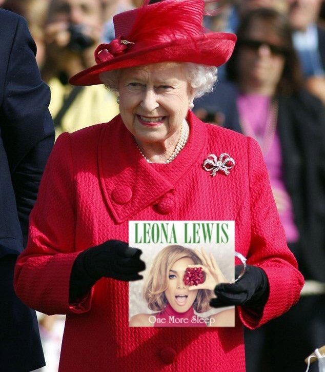 Even Queenie has her copy 🤣🤣 👑👑