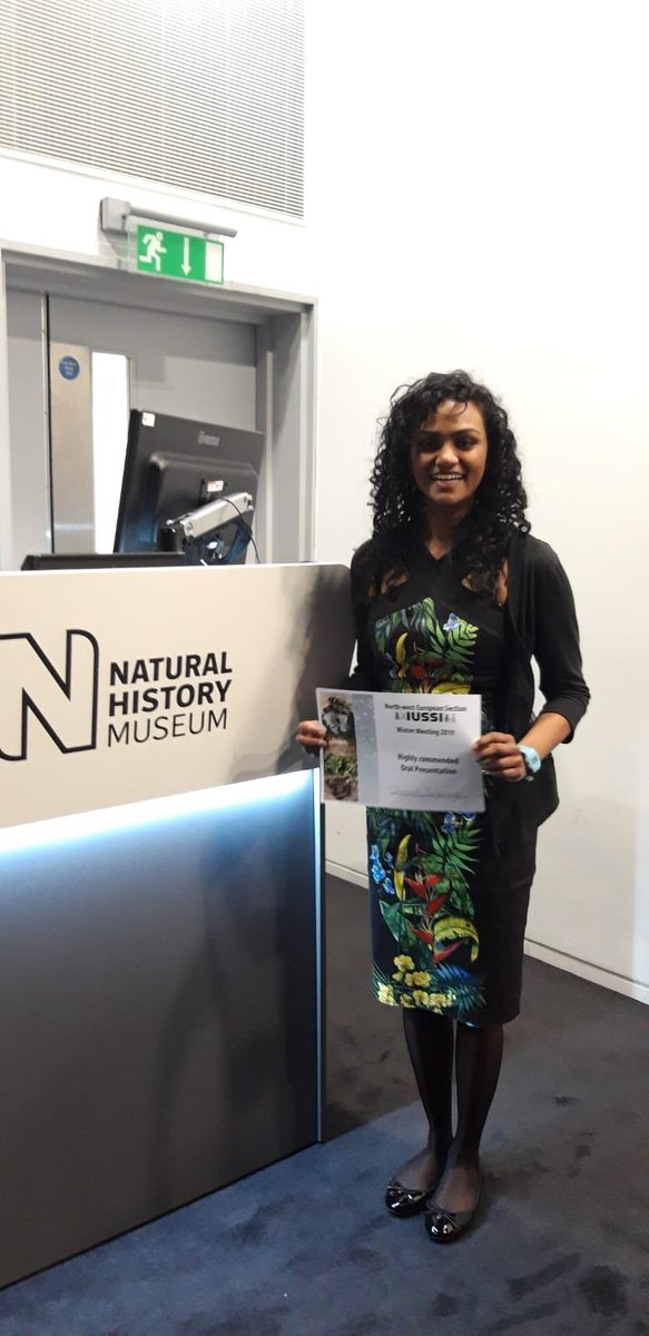 """Big congratulations to @QM_SBCS PhD student Samadi Galpayage for winning a commendation for her talk entitled """"Do bumblebees play?"""" at yesterday's @IUSSI_NAS meeting in London @QM_Psych @QMUL<br>http://pic.twitter.com/HU1JbYOWfd"""