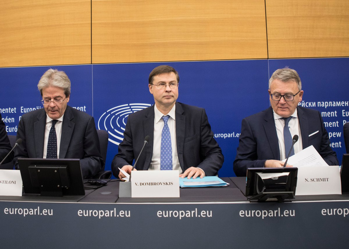🎥Extracts from the read-out of the College meeting / press conference by Executive Vice-President @VDombrovskis and Commissioners @PaoloGentiloni and @NicolasSchmitEU Watch the video: europa.eu/!tq88vq More photos: audiovisual.ec.europa.eu/en/reportage/P…
