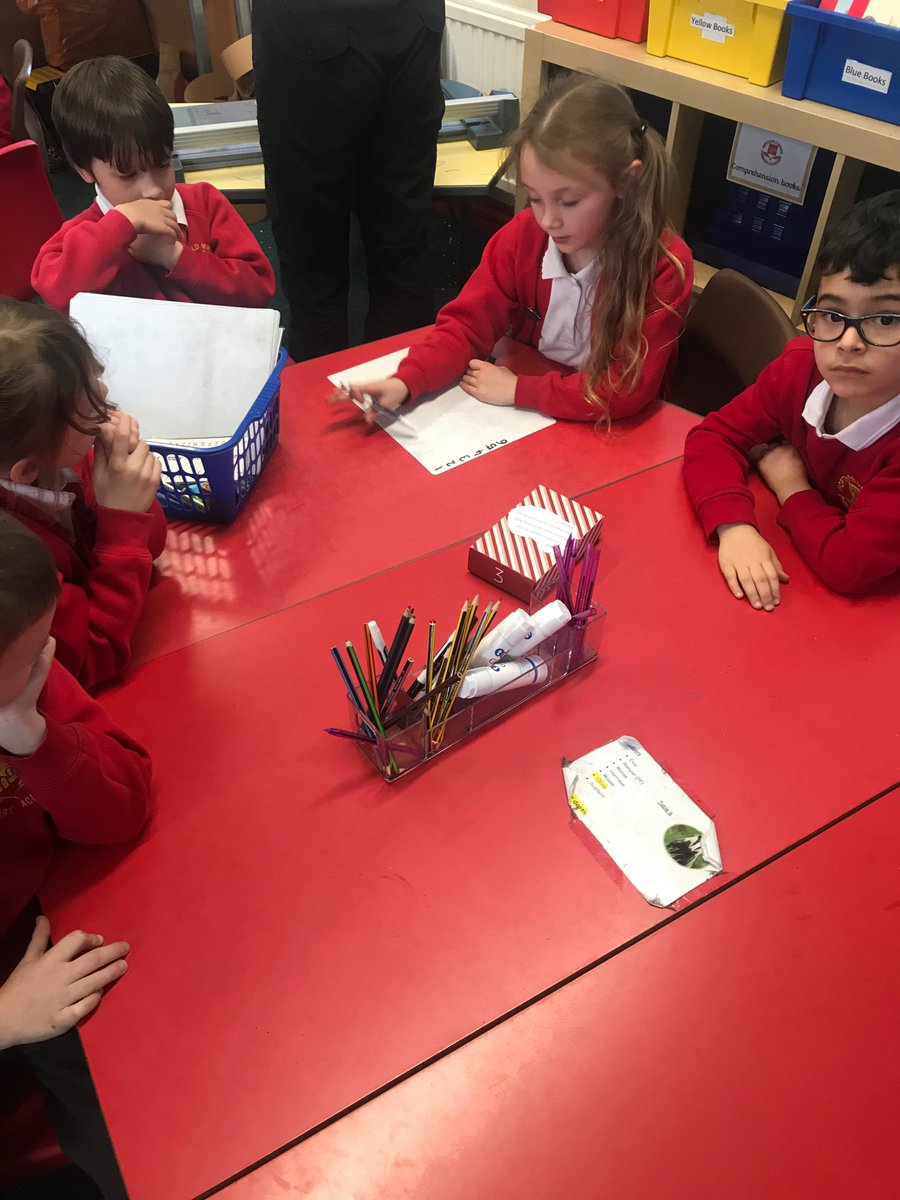 A Christmas themed ERIC certainly  developed inference skills and encouraged a love for reading. The children were all engaged whilst reading the clues to find out the mystery object.@NorthManorAcad https://t.co/xF6tXgNWiZ