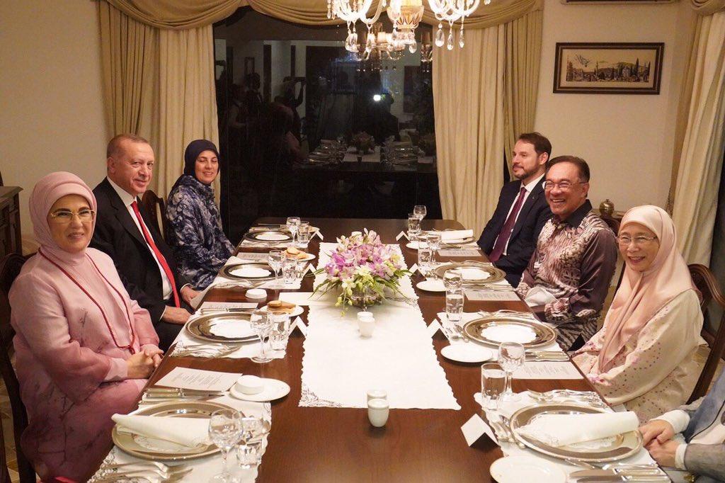 """Anwar Ibrahim on Twitter: """"Malam ini bersama @drwanazizah ..."""