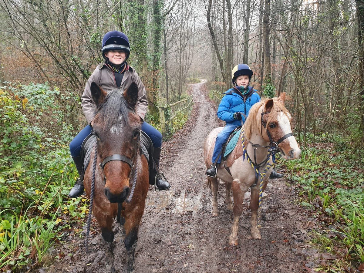 A couple of our younger riders popped out on King's ponies Rosie and Zorro yesterday. Laura B made sure everyone was safe and happy as they pottered along the #Herepath. Muddy, but lots of fun! #ponies  #taunton #blackdowns https://t.co/9ZlXUDiaWy