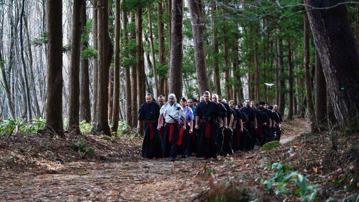 最終日、猪苗代の #土津神社をもって福島での撮影が終わりました!初代会津藩主#保科正之公が眠っている場所で、なんと今日(12月18日)が御命日!これは偶然??お墓の門が開いて、中に入ったときに、スタッフさん達が揃って「やっと中に入れた」という声が聞こえてきて身が引き締まりました。