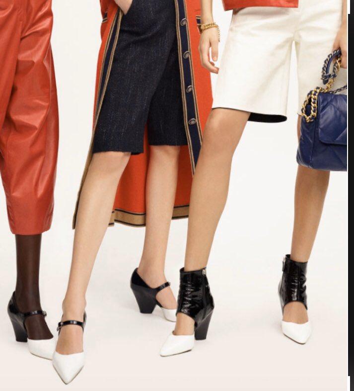 """Los zapatos """"MUST"""" del momento. En charol, se presentan en una variedad de colores con el negro como referencia en común. Son de la Colección Cruise 2019 - 2020 de CHANEL 💥 Es el regalo perfecto de tí para tí en esta Navidad. Nos las merecemos! 😉#chanelofficiale #chanelcruise https://t.co/bfAsq2LAGS"""