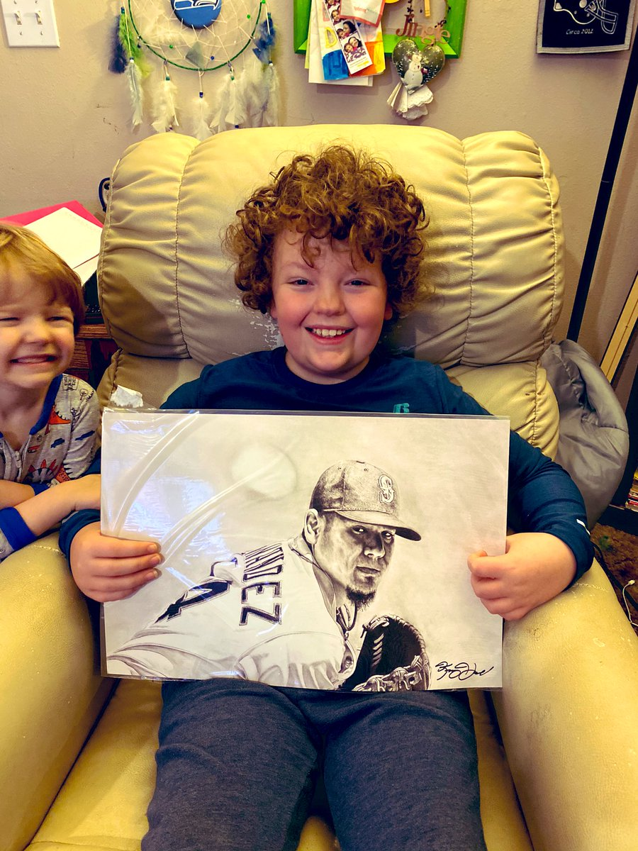 Oh my gosh! ! @aileen206 and @KeeganHall !!! This was delivered today and I'm absolutely dumbfounded. It's GORGEOUS and Tyler is SO EXCITED he's crying! Hello I'm crying!!!! Idk what precipitated this but thank you so much. You made Tyler's day! #LongLiveTheKing #alwaystheking pic.twitter.com/qk8exUFwhl