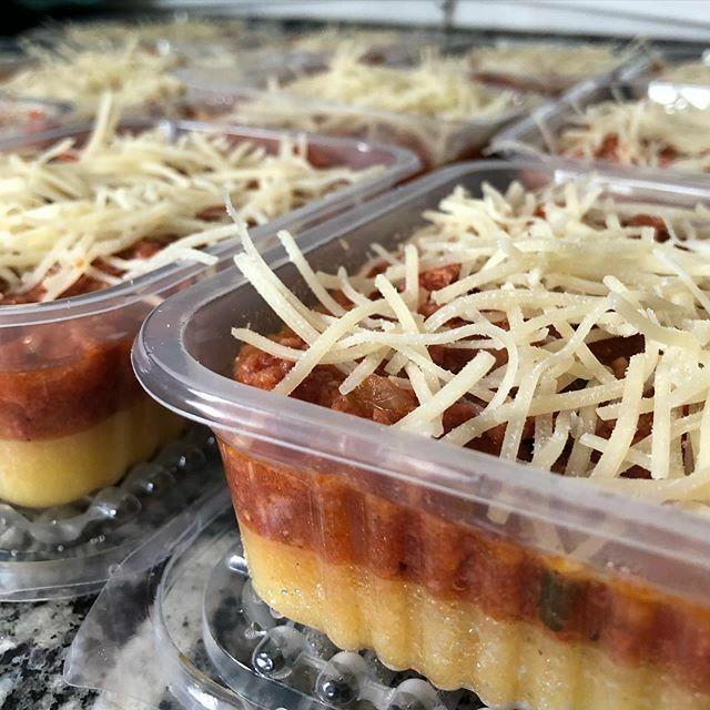Polenta com ragu de linguiça e muito queijo? TEM! .  encomende no (11)985763350  SP  #armelicias #comidacaseira #comidadeverdade #frozenfood #healthyfood #comidacongelada #comida https://ift.tt/2Q1uOQPpic.twitter.com/ZBvh0TpmV6