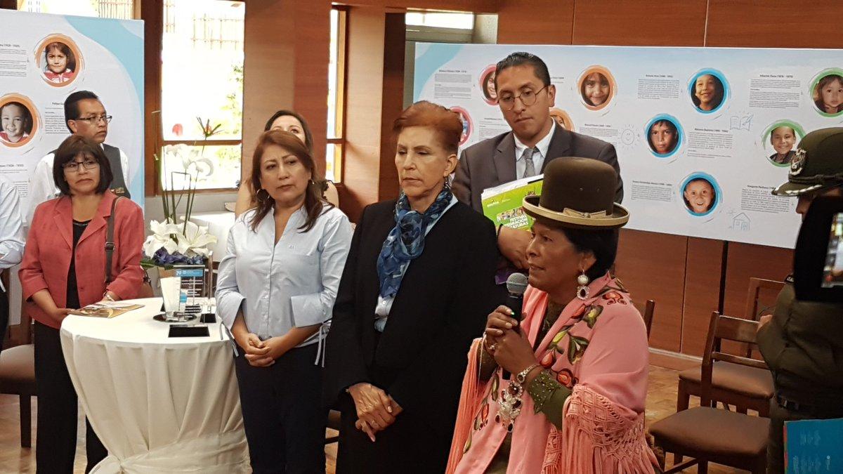 La ministra de Culturas y Turismo @CulturasBolivia Martha Yujra en el fin del evento de celebración de los #50años de Aldeas Infantiles SOS. https://t.co/20GW8HTN8B