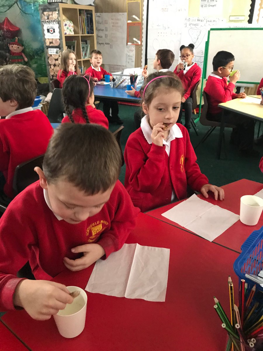 Year 2 enjoyed the cookies and milk 🥛 that the Elves kindly brought in from the North Pole 🎄 @NorthManorAcad #Christmas #happychildren https://t.co/TySW7qR1WV