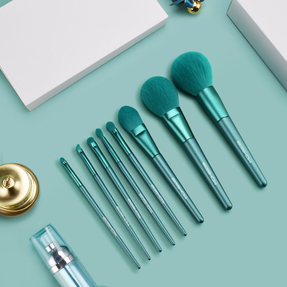 Complete Your Elegance With The Jade Green Set Of Brushes   . -Get Yours Today-  https://eigshowbeauty.com/ . . . . #makeup#makeuplook#editorial#editorialmakeup#highfashionmakeup#theartistedit#themakeupedit#inbeautmag#cejasperfectas#muaawesome#closeup#motd#eotdpic.twitter.com/tyh0r9L9Qq