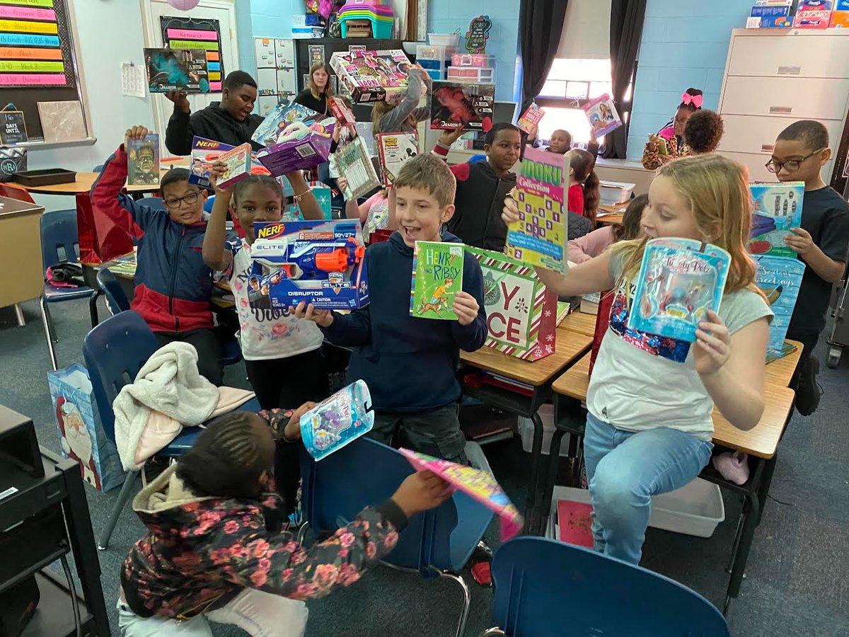 Kilby Shores Elementary (@KSEsharks) on Twitter photo 19/12/2019 02:42:04