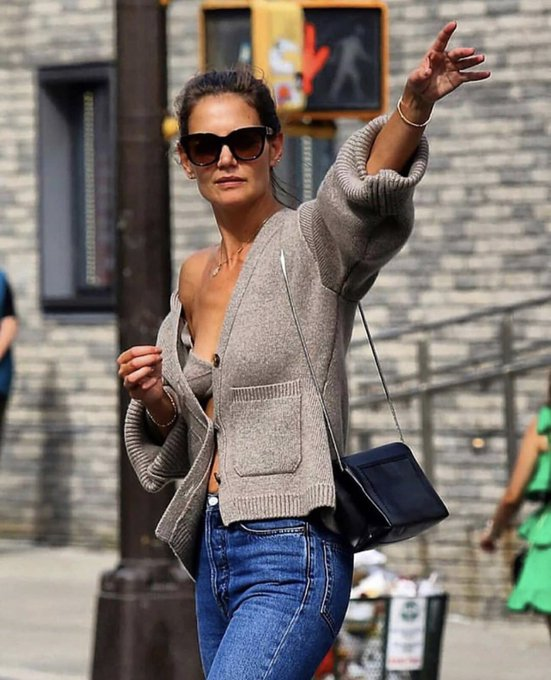 Happy Birthday Katie Holmes. Thanks for making cardigans and divorce look so sexy.