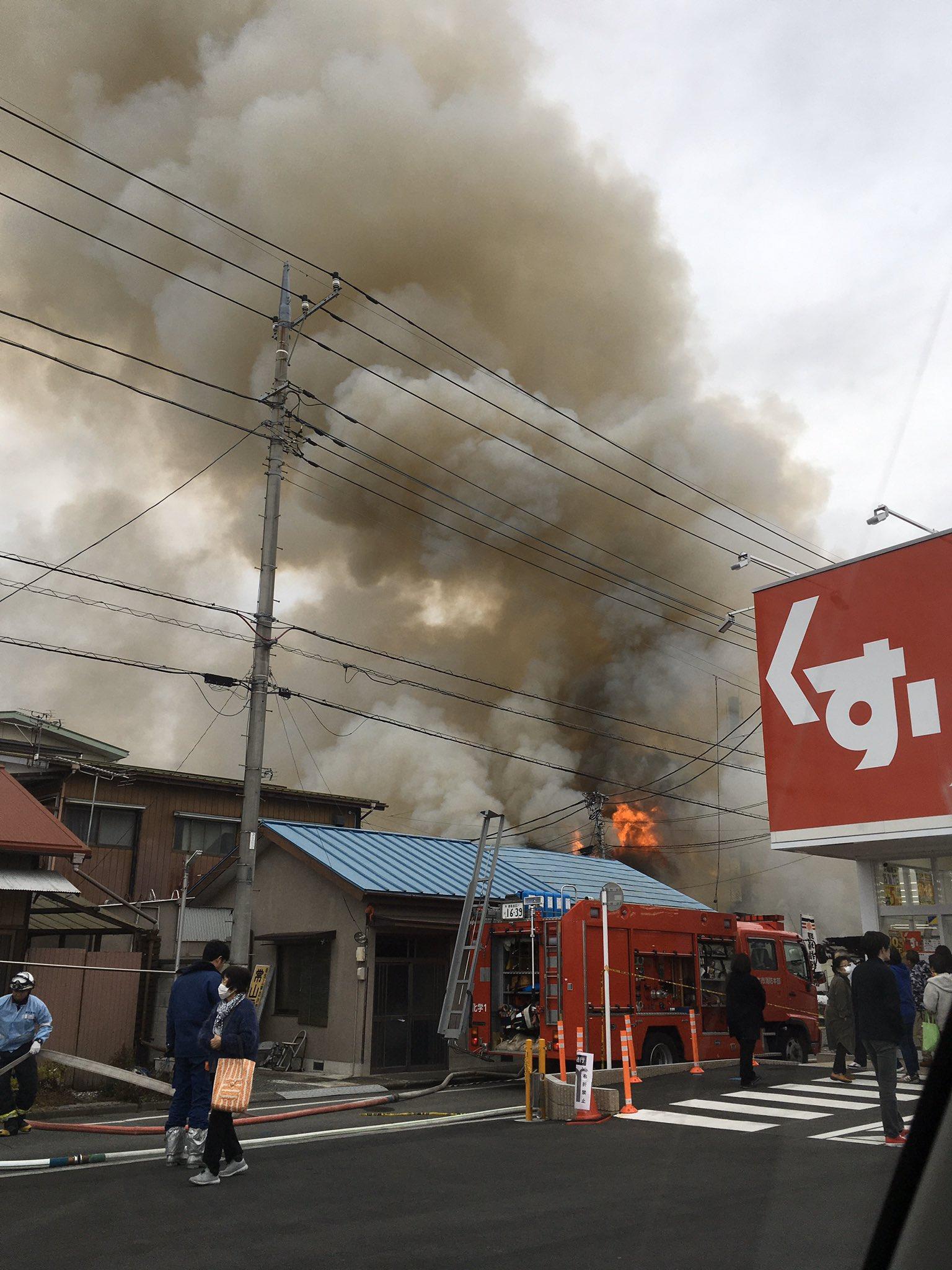 桐生市三吉町の銭湯の爆発火災で煙が充満している画像