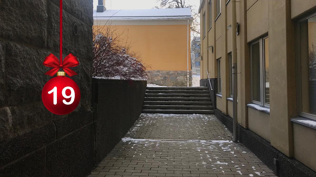 #HELYnteri luukku 19: Mitä kuvassa näkyy?   A) Elyläisten kuntoportaat B) Mukulakivikatu C) Hämeen ELY-keskuksen Hämeenlinnan toimipaikan sisäpihaa https://t.co/E8aHsuir37
