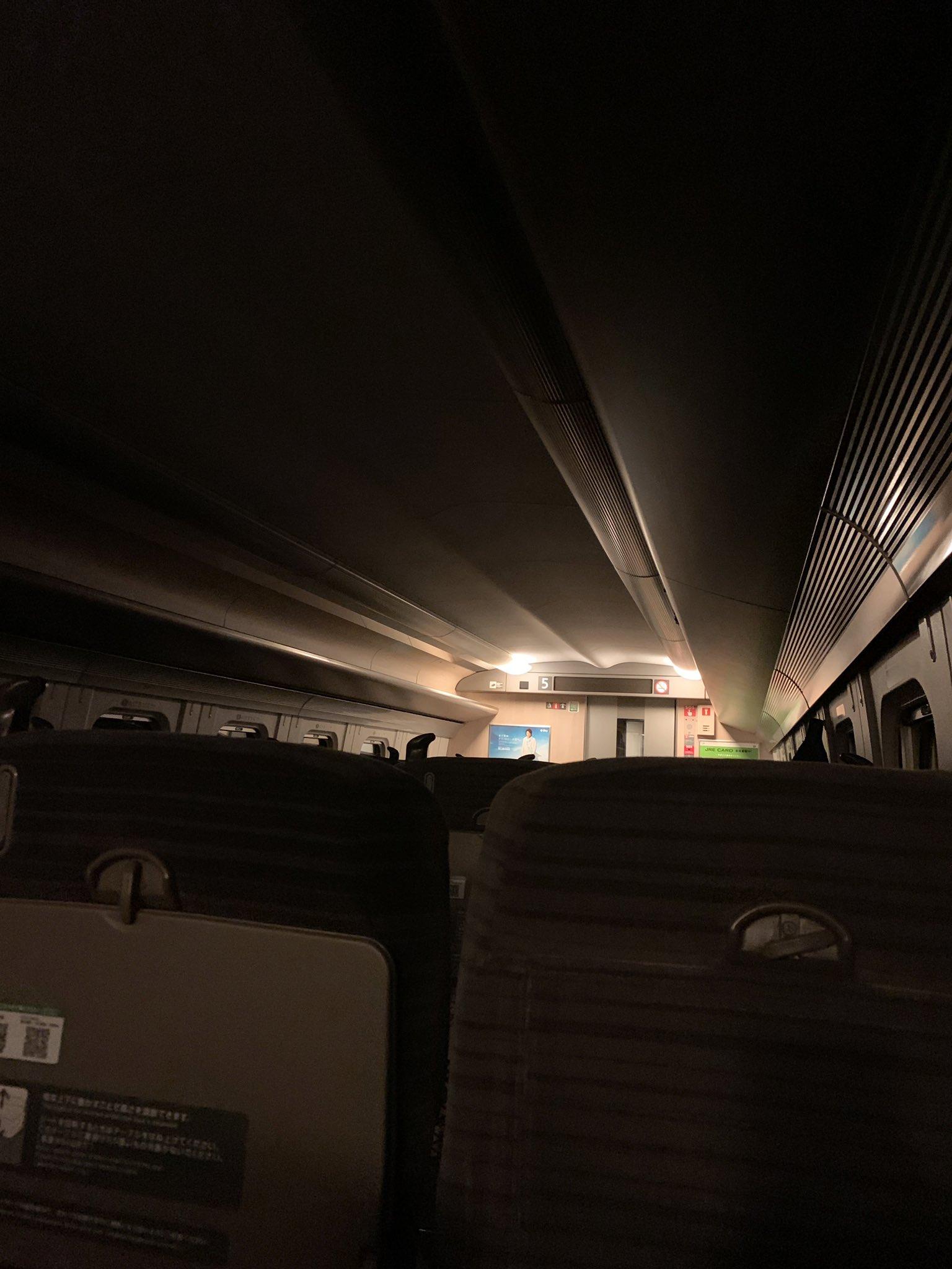 青森県東方沖の地震で東北新幹線が緊急停止している画像