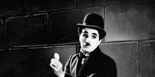 'Kimse sizi olduğunuz gibi kabul etmeye yanaşmayacaktır. Bunun için, doğru bildiğiniz şekilde yaşayın.' - C. Chaplin