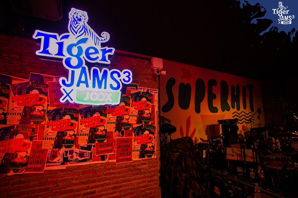 มันส์แบบ UNCAGE Experience ต้อง #TigerJams3xJoox#เสือถิ่น เท่านั้น มีทั้งการ JAMS ของเสือ #TheTOYS VS เสือ #Apirome ที่ร้าน SuperHit @กรุงเทพฯ เมื่อวันที่ 4 ธ.ค. ที่ผ่านมา ครั้งหน้าจะไปที่ไหน ต้อง Follow @TigerBeerTH @JOOXTH ไว้ไม่มีพลาด! ชมภาพเต็มๆที่ https://t.co/idS0c38XDi https://t.co/tfJ7FkdEAp