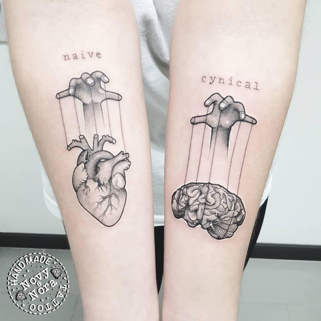 Naive  Cynical #naive #cynical #brain #heart #handstattoo #braintattoo #heartart #anatomy #cervello #cuore #anatomicalheart #puppeteer #burattinaio #art #tattoo #inkedgirl #handmadetattoostudio #tattooedgirl #onmyskin #sketchtattoo #tattoos #cuoreecervello #heartandbrainpic.twitter.com/ZnKgwQcXgy