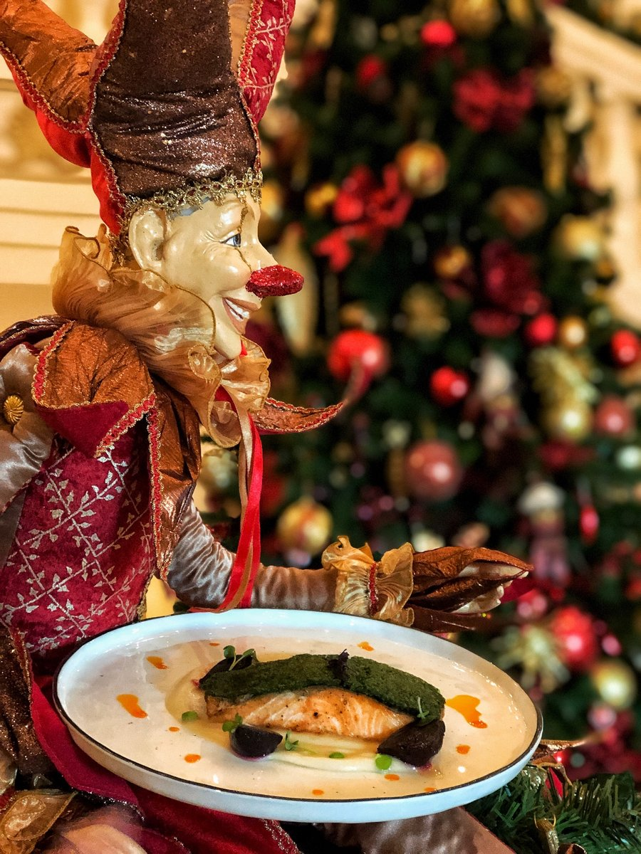 We spread cheer to ALL this Festive Season! Join us for a Delightful XMAS Eve or a fun Christmas Day Brunch at Kempinski Hotel & Residences Palm Jumeirah! https://t.co/YwUbjR8klg