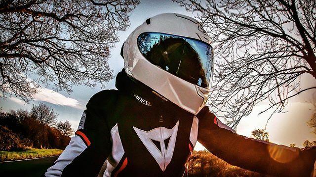 Always a big grin engraved on my face under that helmet . . . . . #cb650r #cb100r #cb300r #cb125r #bikergirl #bikerchick #femalerider #girlrider #motorcycles #girlscanride https://ift.tt/2r8xHaepic.twitter.com/JyCeXCAfhc