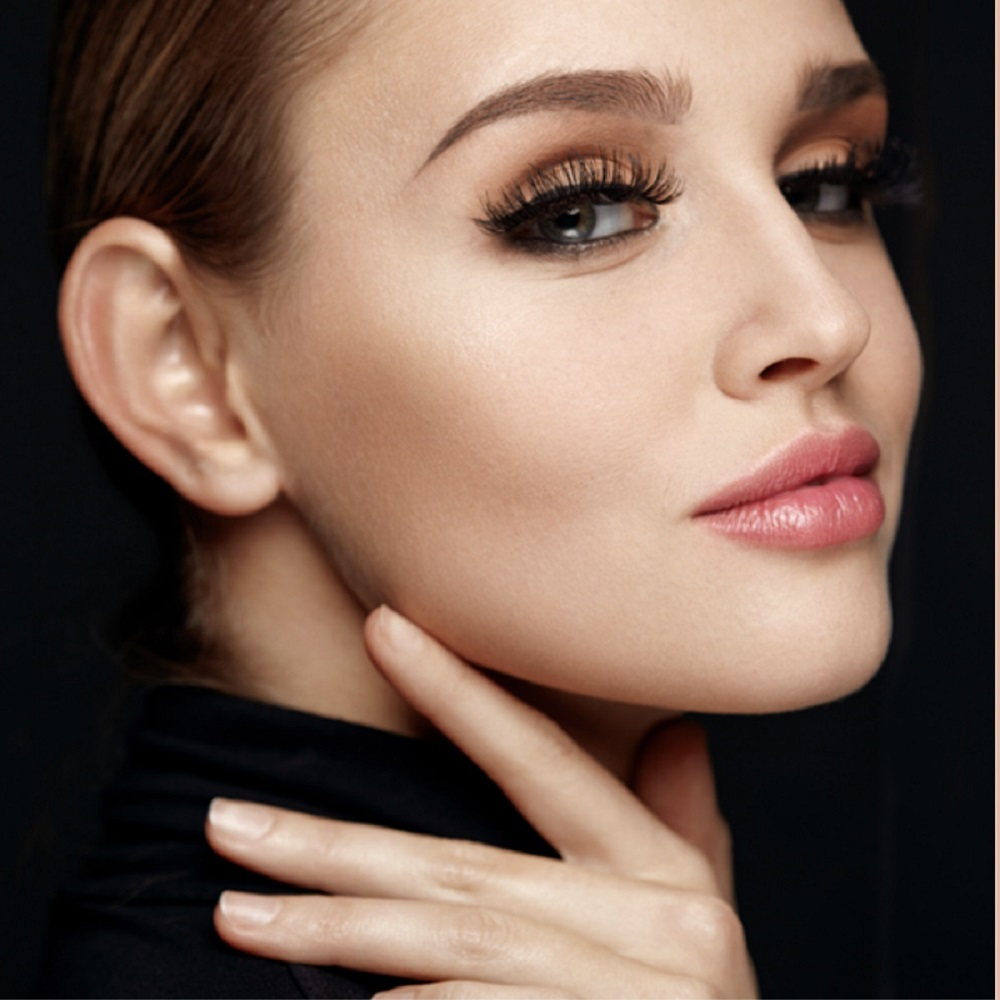Let the experts at Gene Juarez help guide you to the perfect holiday look #genejuareznorthgate #openduringconstruction #holidaylook #holidaybeauty #holiday2019