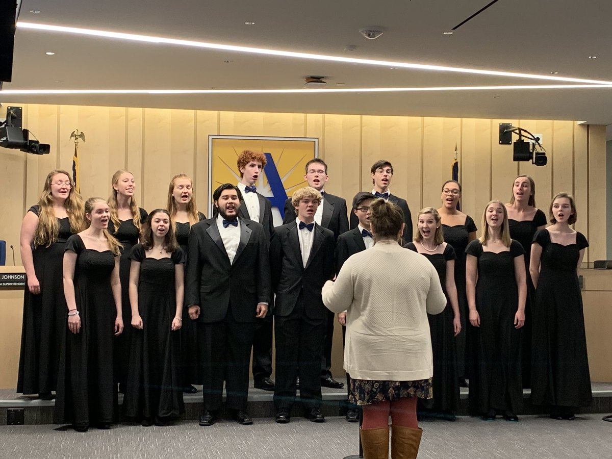 What a wonderful performance by <a target='_blank' href='http://twitter.com/SEvansYHS'>@SEvansYHS</a> <a target='_blank' href='http://twitter.com/Principal_YHS'>@Principal_YHS</a> YHS students <a target='_blank' href='https://t.co/lEYA6mRvXY'>https://t.co/lEYA6mRvXY</a>