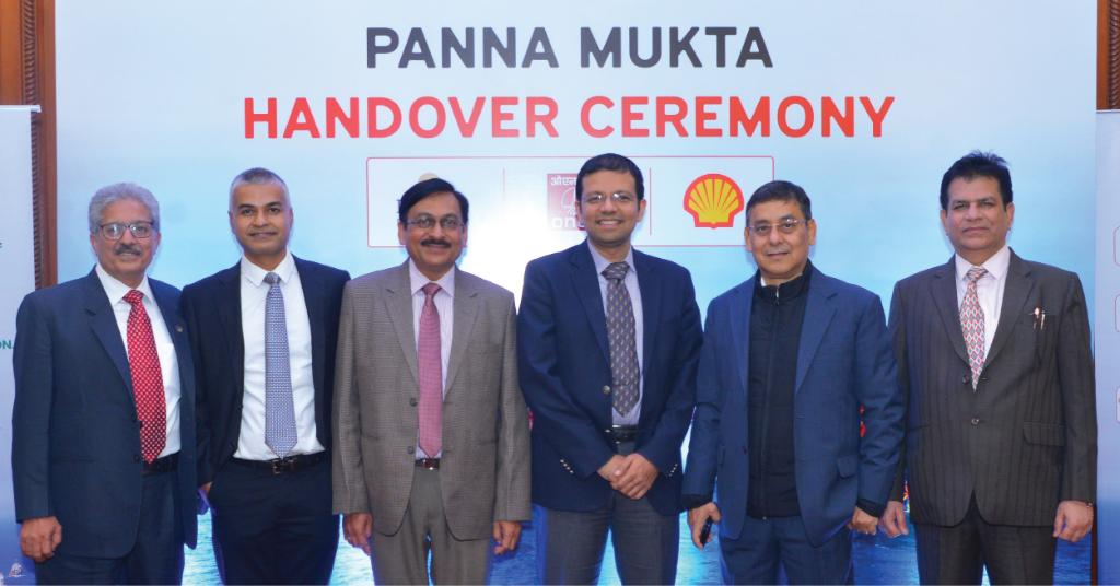 Shell, @flameoftruth, @ONGC_ JV transfer the Panna-Mukta fields back to ONGC. 25 years of operating India's first jointly operated fields and a great example of a successful partnership. Read here https://t.co/Bg7PT6EtAZ to find out more. https://t.co/4UIHn8v6Cq
