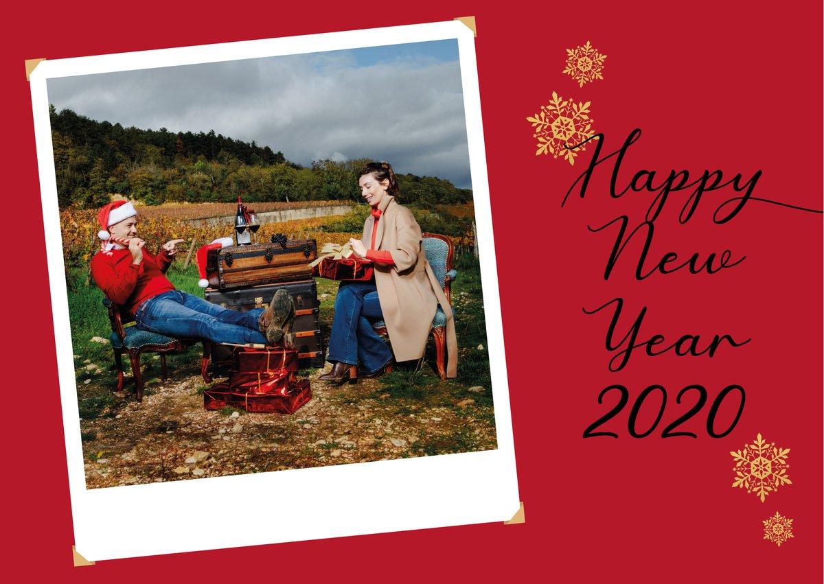 L'ensemble de l'équipe du @DomaineFaiveley se joint à nous pour vous souhaiter de très belles et savoureuses fêtes de fin d'année ! The whole team of Domaine Faiveley wishes you all the best for the end of year celebrations ! Eve & Erwan Faiveleypic.twitter.com/1XJaEucblO