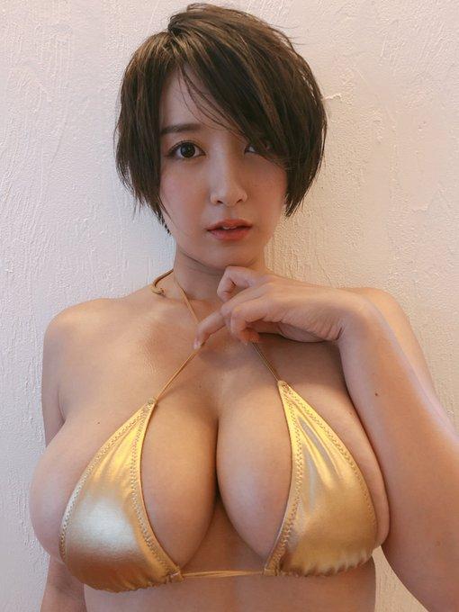 グラビアアイドル紺野栞のTwitter自撮りエロ画像1