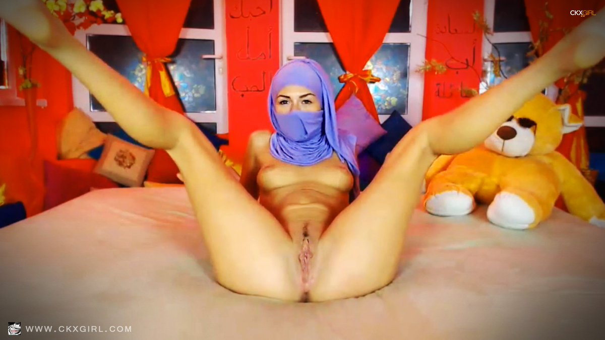 Hijab muslim girl fingering herself