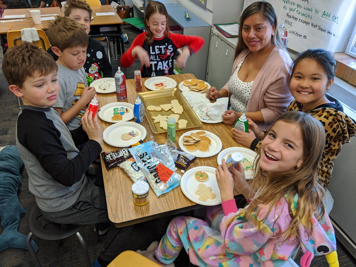 4th graders had a wonderful time at their class party today! 🥳🥳 <a target='_blank' href='http://twitter.com/APS_ATS'>@APS_ATS</a> <a target='_blank' href='https://t.co/eVAFZuJUgw'>https://t.co/eVAFZuJUgw</a>