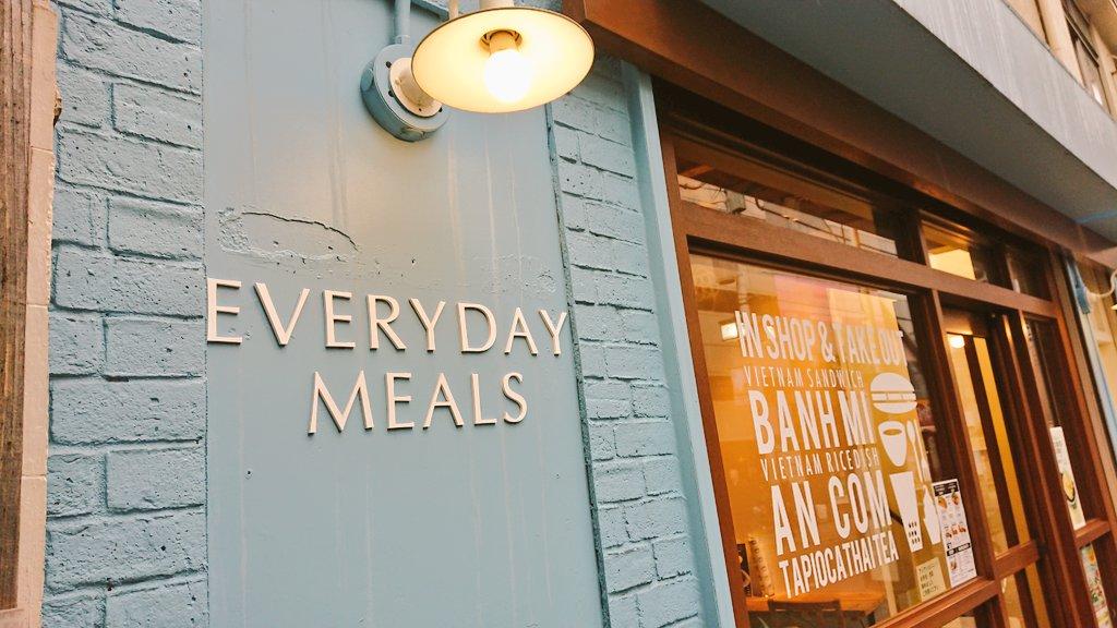 こないだ混んでて入れなかった #EVERYDAYMEALS と〜 (モチロン木村拓哉セット(*^^)v) 家族からのリクエストで #トリュフベーカリー まためっちゃたくさん購入🥐 どちらも美味しくて(o´艸`) ちょいちょい食べたいですぅ😋 札幌にも是非支店を🤗
