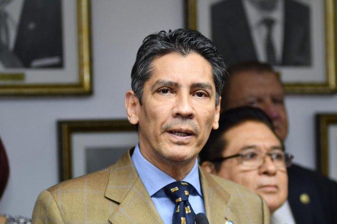 Improcedente demanda de López Davidson contra Nayib Bukele