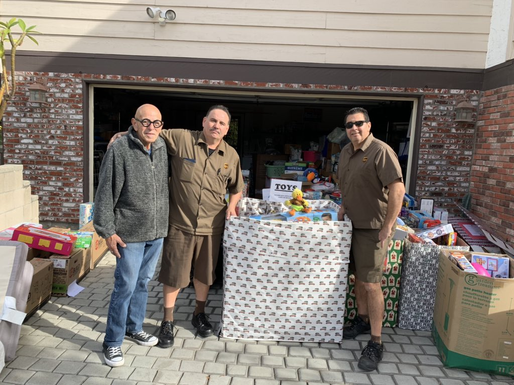 We are San Gabe Feeder...  We collected dozens of gifts, money and time from our team and the result was beautiful #LetTheGivingBegin  #MayorRocha #MrsQuakers #Erdmann #Chacon @GaryFujimoto @SGACAFeeder @UPSJPipkin @jrindafernshawpic.twitter.com/uSgYL2kJRC