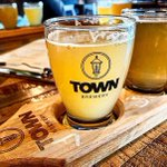 What makes @TownBreweryCA in #Whitby a must-stop destination for brew-lovers? Quality, consistency and community. 🍻 Not only are they dedicated to #BetterBeer, but building a #StrongerCommunity in #DurhamRegion. 💪🏻✨ https://t.co/yrSE9Qo0I2 #DurhamTourism